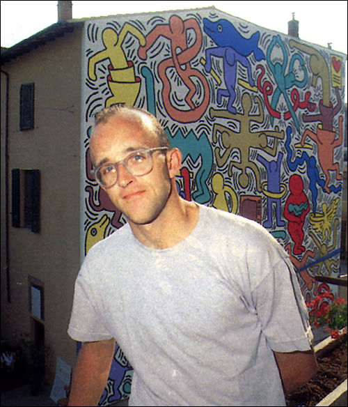 Keith Haring in front of Pisa Mural, 1989